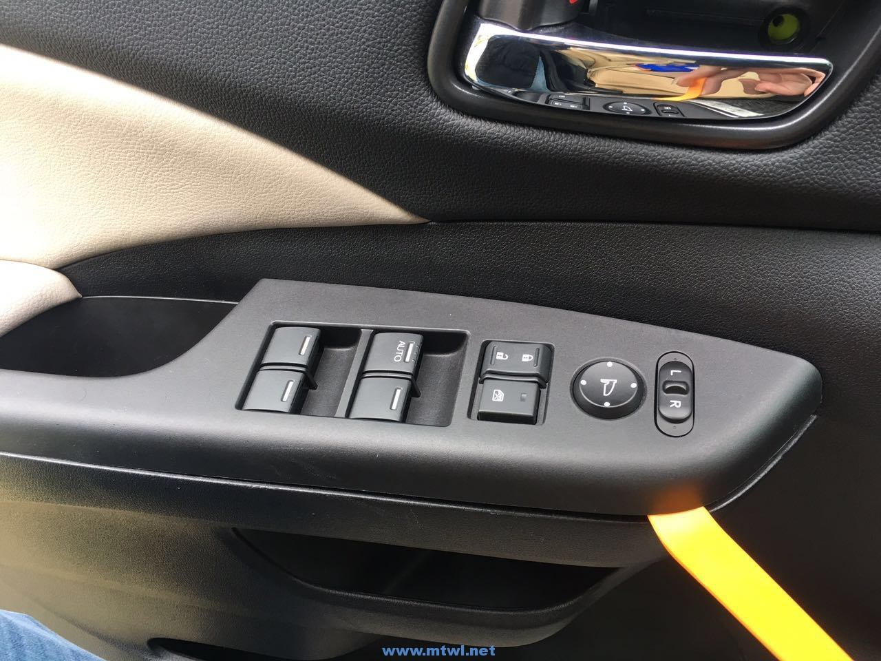 CRV加装左右盲区在小彩屏显示和下滑屏显示图文教程,通过转向激活摄像头。